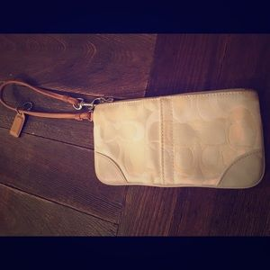 Coach wristlet in great condition